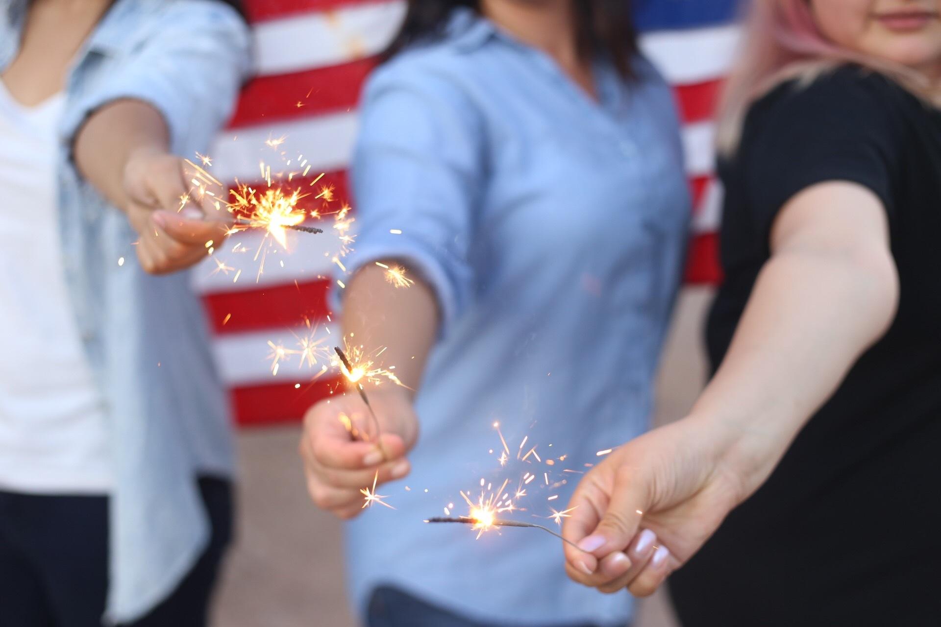dlaczego się objadamy, objadamy, objada się, sparklers, burning, fireworks